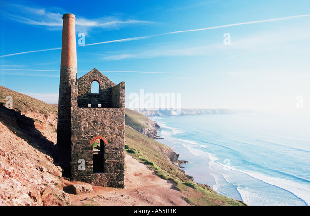 Disused tin mine on cornish coast - Stock Image