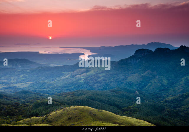 Sunrise on the Pacific coast, seen from Altos de Campana national park, Panama province, Republic of Panama. - Stock-Bilder