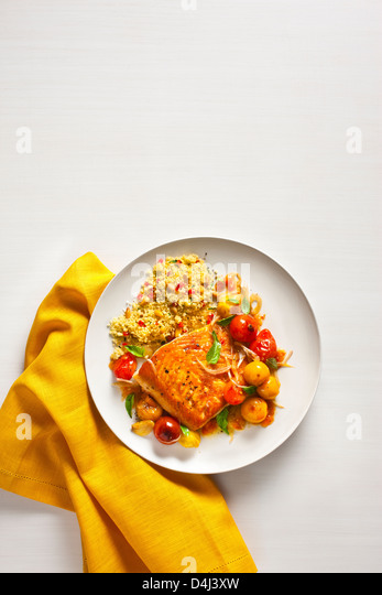 Arctic Char with Blistered Cherry Tomatoes, with Sweet Pepper Couscous with Pine Nuts - Stock-Bilder