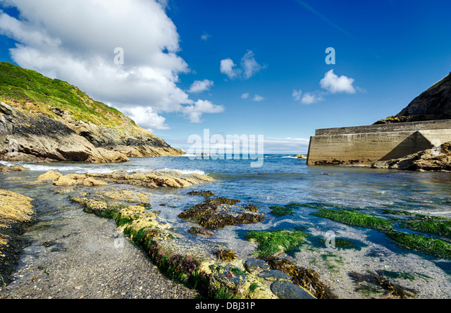 Rocky beach at Portloe on the south coast of Cornwall - Stock Image