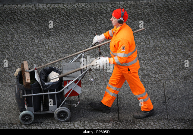 An employee of the BSR (the municipal waste management company in Berlin), Berlin, Germany - Stock Image