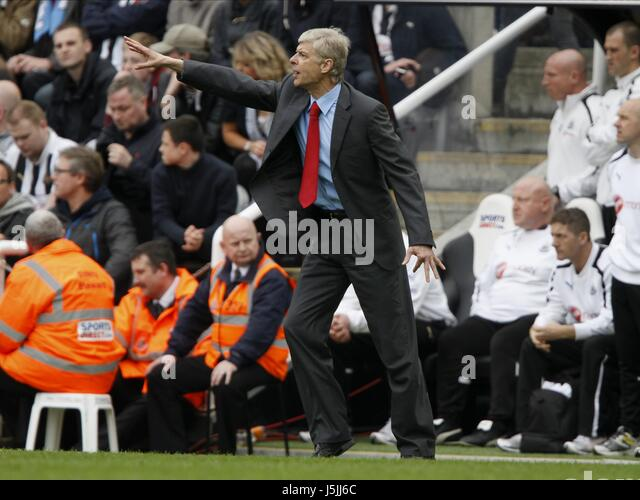 TENSE MOMENTS IN INJURY TIME F NEWCASTLE UNITED V ARSENAL ST.JAMES PARK NEWCASTLE ENGLAND 19 May 2013 - Stock Image