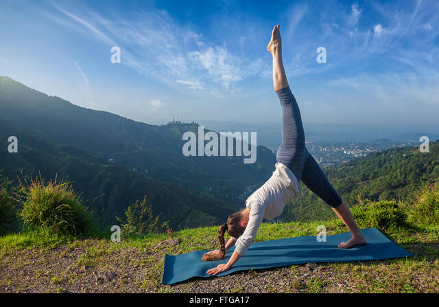 Young sporty fit woman doing yoga oudoors - Stock Image