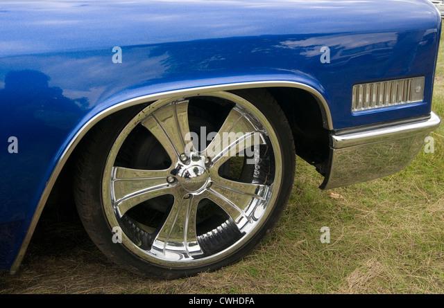 Bling blinging blingy chrome shiny car wheel wheels big rim rims low