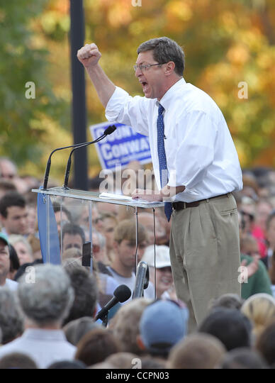 October 11, 2010 - Lexington, Kentucky, USA. - U.S. Representative BEN CHANDLER rallies the crowd before President - Stock Image