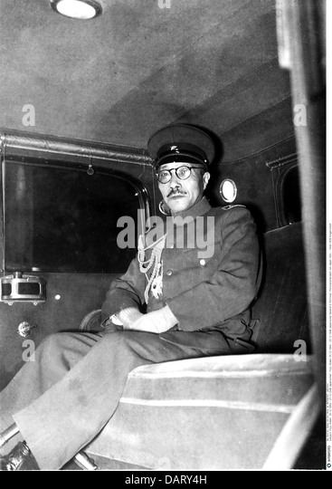 Tojo, Hideki, 30.12.1884 - 23.12.1948, Japanese general and politician, chief of staff, Kwantung Army, sitting in - Stock Image