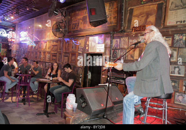 Nashville Tennessee Music City USA downtown Lower Broadway business strip bar live entertainment honky-tonk stage - Stock Image
