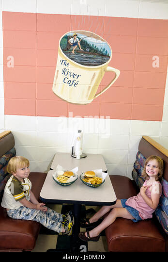 Alabama Columbia The River Cafe restaurant dining booth boy girl food - Stock Image
