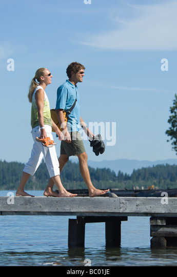 Young twenty somethings enjoy a day by the lake. - Stock Image