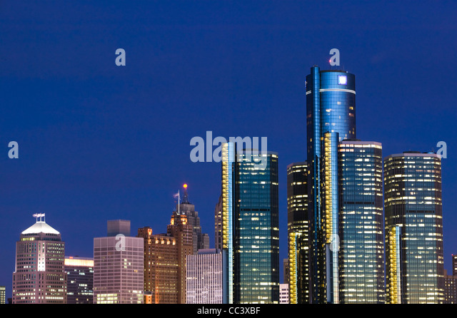 Detroit City Skyline, Renaissance Center and General Motors World Headquarters along Detroit River from Windsor - Stock-Bilder