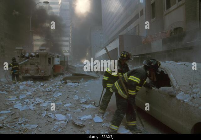 NYC firemen checking a car on Barclay Street after the 9-11 terrorist attack on World Trade Center. In the mid-ground - Stock-Bilder