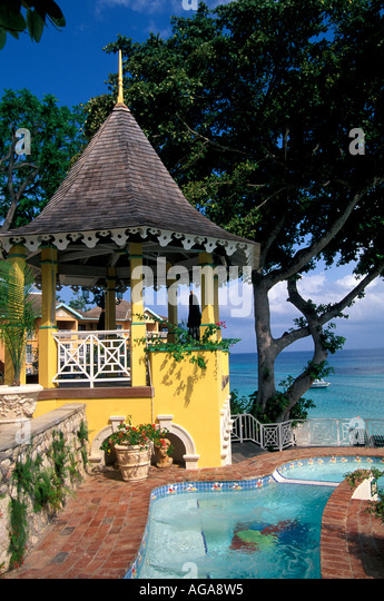 Jamaica Jamaican all inclusive hotel pool and ocean water slide - Stock Image