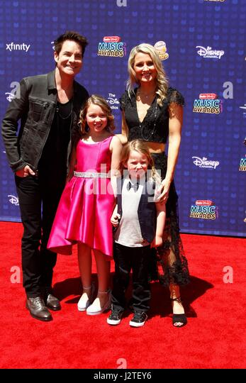 Patrick Monahan and family at arrivals for Radio Disney Music Awards - ARRIVALS 2, Microsoft Theater, Los Angeles, - Stock-Bilder