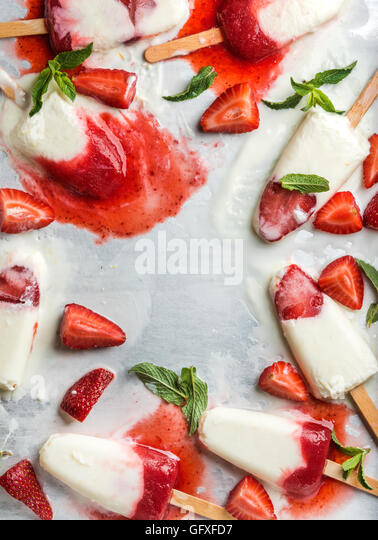 Strawberry yogurt ice cream popsicles with mint - Stock Image