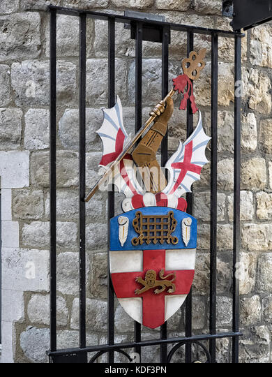 HONOURABLE ARTILLERY COMPANY:  Coat of Arms on the Gates to Armoury House in City Road, London - their HQ - Stock Image