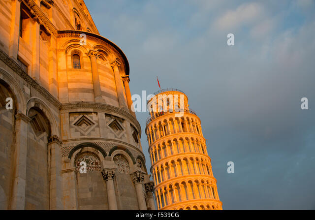 Italy, Tuscany, Pisa, Miracle Square (Piazza dei Miracoli). The Cathedral (Duomo) and the Leaning Tower of Pisa - Stock-Bilder