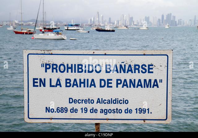 Panama Panama City Amador Causeway Calzada de Amador Bahia de Panama Panama Canal Isla Perico sign warning statute - Stock Image