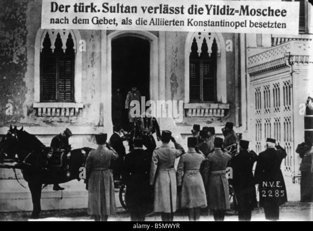 9TK 1918 10 30 A1 E Occupation Constantinople 1918 Sultan World War 1 End of War Surrender of the Turkish Army occupat - Stock Image
