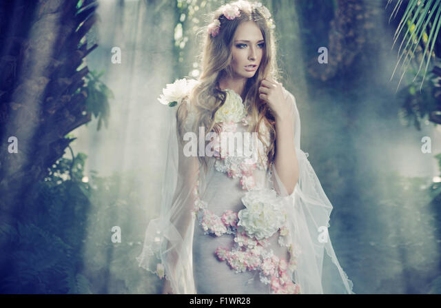 Beautiful lady in the jungle - Stock-Bilder