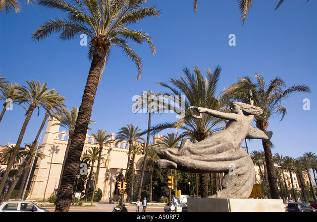 Mallorca Government building Consolat del Mar palm trees sculpture - Stock Image
