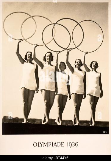 Olympiade 1936. Publicity postcard for the 1936 Berlin Olympic Games. Five women holding up the five hoops - Stock Image
