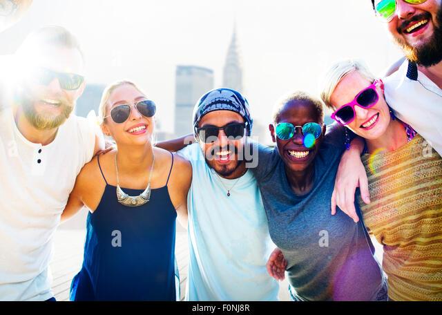 Diverse City Buildings Summer Friends Fun Concept - Stock-Bilder