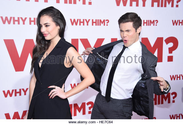 Cast member Adam Devine (R) and Chloe Bridges attend the premiere of 'Why Him ?' in Los Angeles, California, - Stock-Bilder