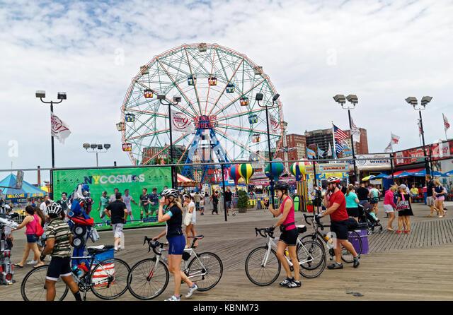 Boardwalk, amusement park featuring the famed Wonder Wheel in Coney Island. - Stock Image