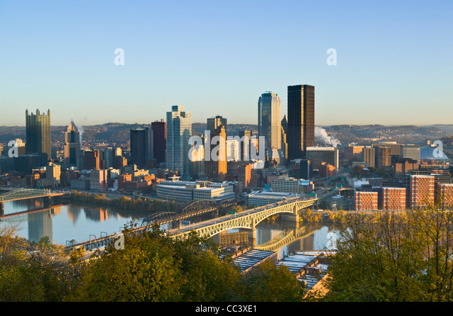 USA, Pennsylvania, Pittsburgh, Downtown from Grandview Park - Stock-Bilder