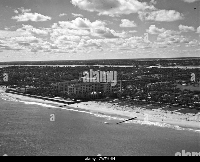 Aerial view of the famous Breakers Hotel, Palm Beach, Florida in the 1940s - Stock Image