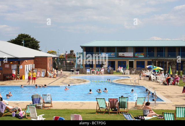 Kids swimming camp stock photos kids swimming camp stock images alamy for Outdoor swimming pools in england