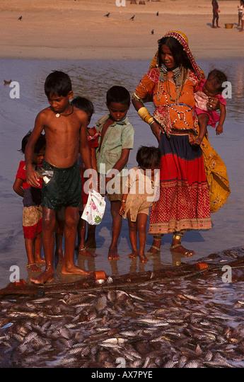 Fischerfamilie, Baga Beach Goa, Indien - Stock-Bilder