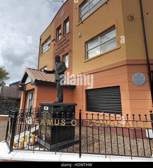 Belfast Falls Rd Republican statue of James Connolly / Seamus Ó Conghaile outside society HQ office. Erected - Stock Image
