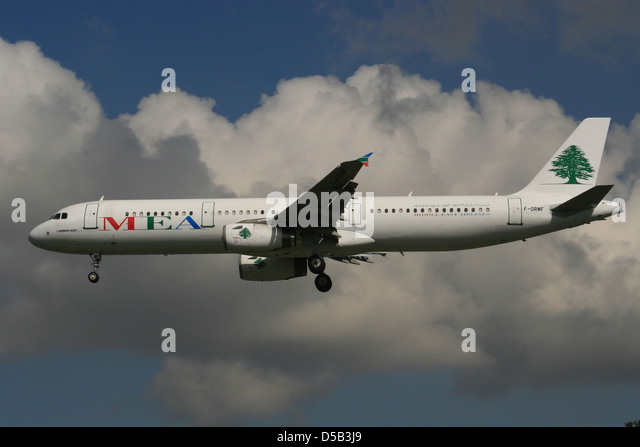 MEA MIDDLE EAST AIRLINES AIRBUS A321 LANDING - Stock Image