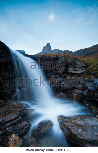 Waterfall in Vengedalen, Rauma kommune, Møre og Romsdal, Norway. - Stock-Bilder