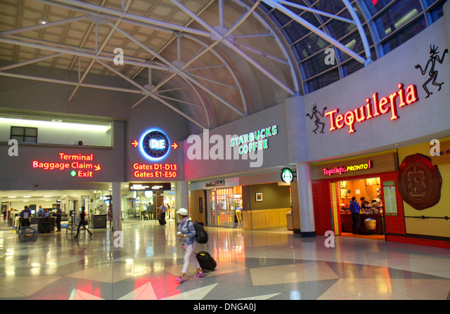 North Carolina Charlotte Charlotte Douglas International Airport CLT terminal concourse gate area inside restaurant - Stock Image