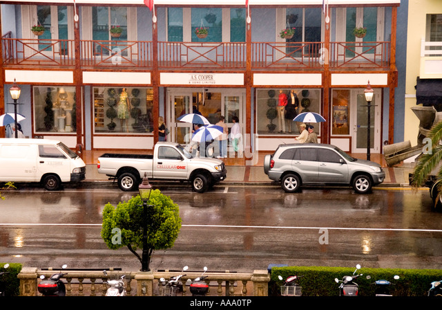 Bermuda Hamilton tourists downtown rain bad weather - Stock Image