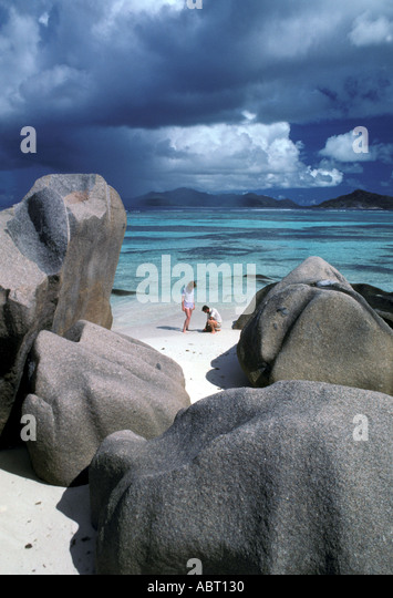 SEYCHELLES La Digue Island Couple on the Beach - Stock Image