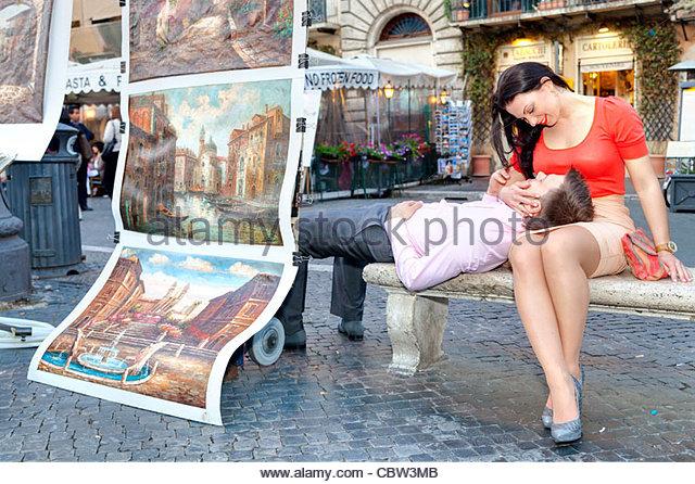 Couple sitting in Piazza Navona Rome Italy - Stock-Bilder