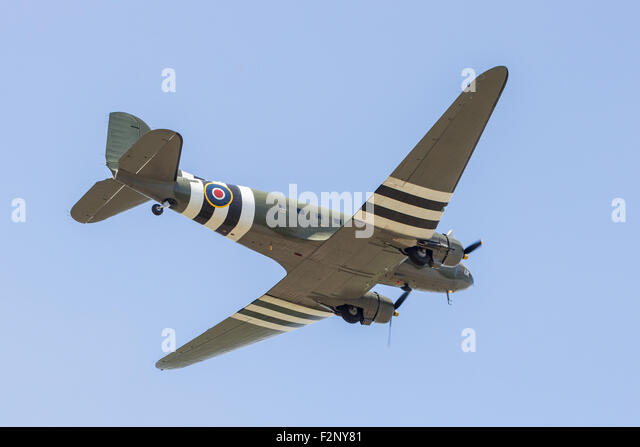 A C-47 Dakota (ZA 947) of the Battle of Britain Memorial Flight flying at the Great Central Railway's World - Stock Image