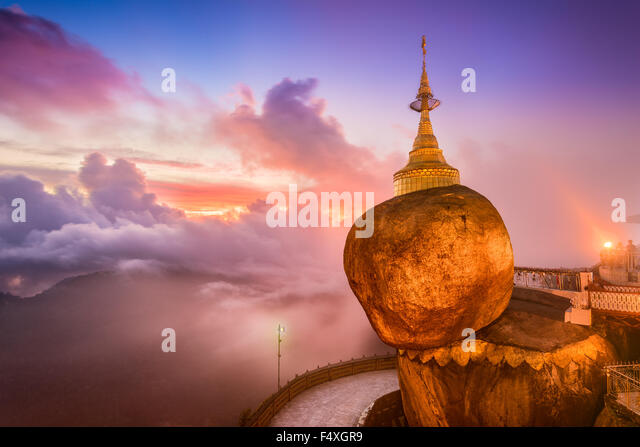 Golden rock of Kyaiktiyo, Myanmar. - Stock-Bilder
