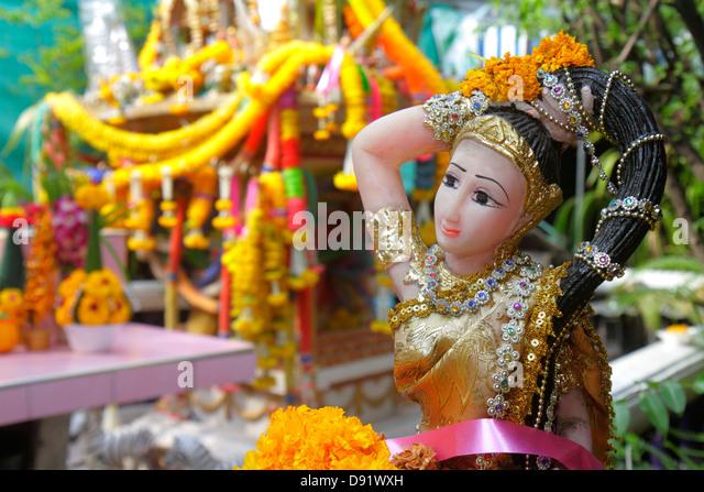 Thailand Bangkok Chatuchak Jatujak Weekend Market J.J. marketplace flea shopping shrine Hindu statue religious - Stock Image