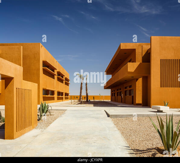 Landscaped squares and paths between buildings. Laayoune Technology School, Laayoune, Morocco. Architect: Saad El - Stock-Bilder