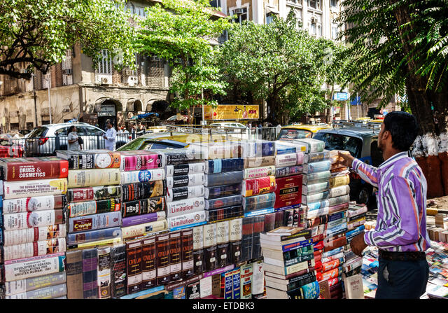 India Indian Asian Mumbai Fort Mumbai Mantralaya Mahatma Gandhi Road man street sidewalk vendor books book legal - Stock Image
