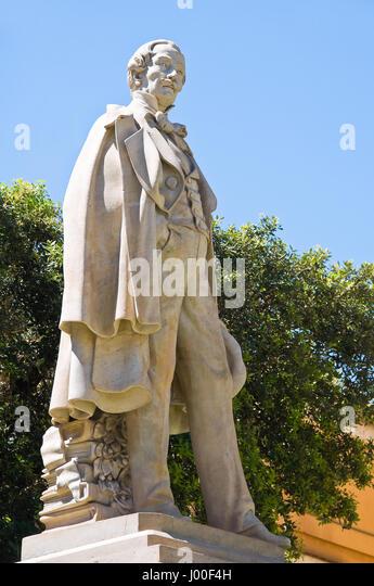 alfarano sindaco barletta statue - photo#13