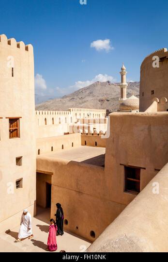 Omani Tourists At The Nizwa Fort, Nizwa, Ad Dakhiliyah Region, Oman - Stock-Bilder