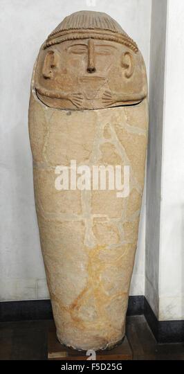 Anthropoid clay coffin. Beth Shean. 12th century BC. Rockefeller Archaeological Museum. Jerusalem. Israel. - Stock-Bilder