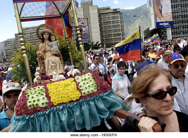 Venezuela's anti-President Hugo Chavez protesters carry a statue of the  Virgin Mary during a religious procession - Stock Image