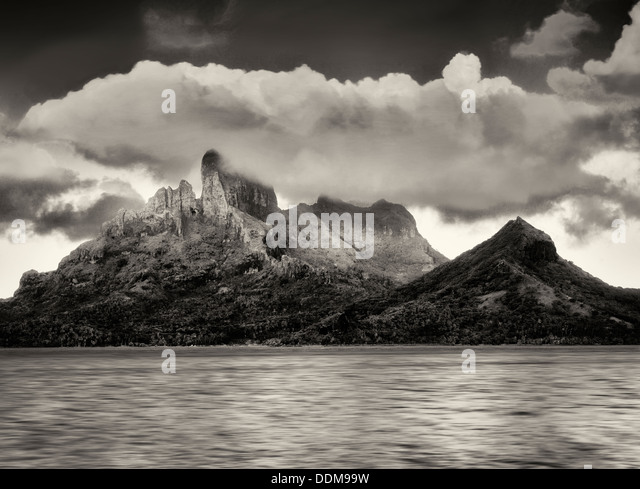 Sunrise and Mt. Otemanu. Bora Bora. French Polynesia - Stock-Bilder