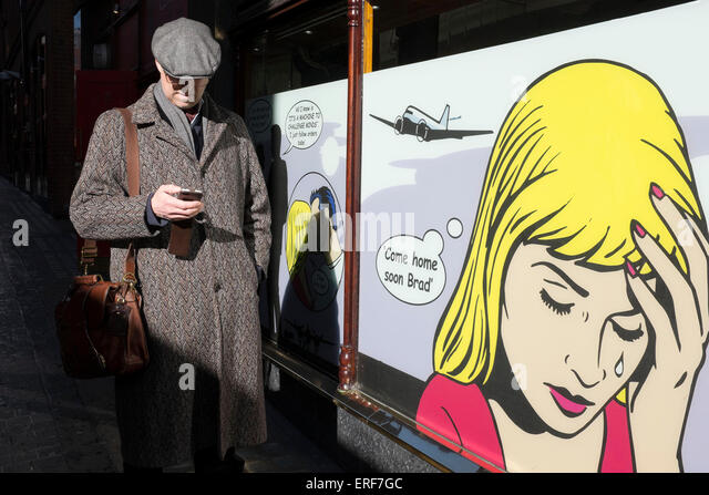 Roy Lichtenstein illustrations on the windows of a gambling and gaming casino in London, UK. - Stock-Bilder